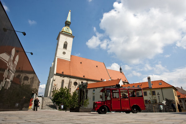 V hlavnom meste začína turistická sezóna.