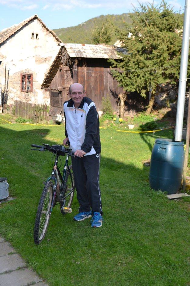 Ján obľubuje bicyklovanie aj beh. V zime sa rád popreháňa na bežkách.