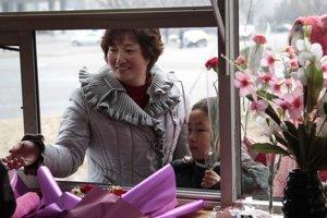 Na videu ukážu šťastné deti, žlté slnečnice aj tradičné jedlá.