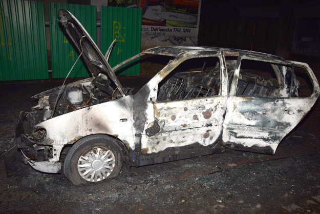 Na Hanulovej ulici Matúš spôsobil požiar vozidla zn. VW Polo, majiteľovi vznikla škoda vyše 700 eur.