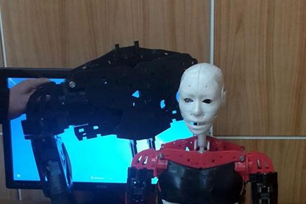 Robotický Šrobárčan. Na Šrobárke technologický pokrok podporujú.
