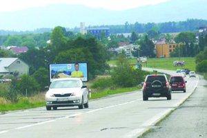 Staré betónové panely by už opár mesiacov mal nahradiť nový asfalt.