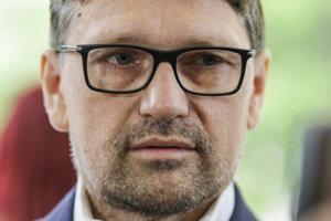 Trestné oznámenie v tejto veci podal v júli 2015 minister kultúry Marek Maďarič.