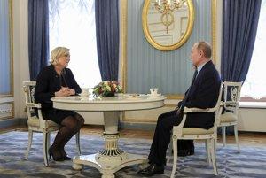 Le Penová na stretnutí s Putinom v Kremli 24. marca.
