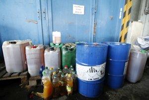 Použité oleje v prievidzskom zbernom dvore.