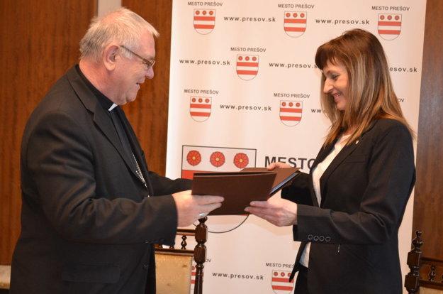 Žilinský biskup Tomáš Galis a prešovská primátorka Andrea Turčanová.