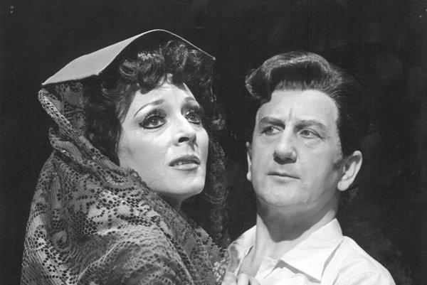 Eva Šmáliková. Excelovala v mnohých operách, na snímke z predstavenia Sedliacka česť.