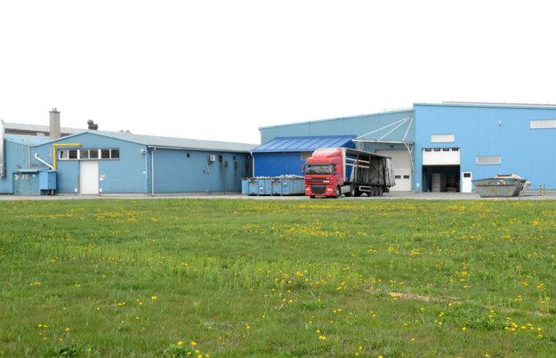 TIK Slovakia. Firma zamestnáva 70 ľudí, chce budovať novú halu.