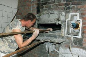 Návštevníci tradičného podujatia v Mačove uvidia, ako sa pečie chlieb.