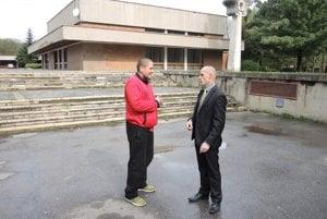 Branislav Ladický (vpravo) hovorí, že Detské mestečko si zaslúži ochranu.