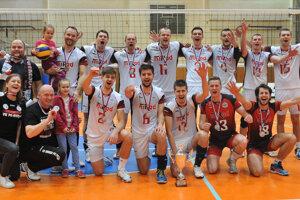 Bronzový tím volejbalistov Prešova. Vdramatickej sérii obronz napokon Košičanov zlomili.