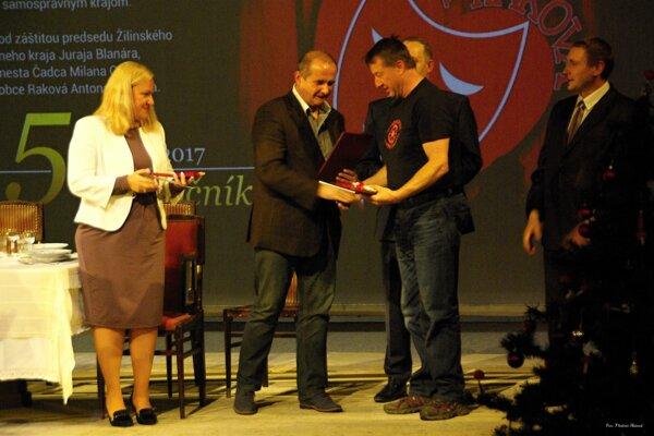 Zlatú medailu Jána Palárika získalo Záhorácke divadlo zo Senice.