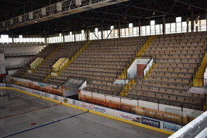 Zimný štadión v Michalovciach. Na jeho dokončenie nepostačuje ani dotácia od vlády.