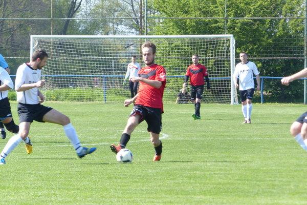 Zo súboja 7. ligy ObFZ Senica Kunov - Čáry (3:2)