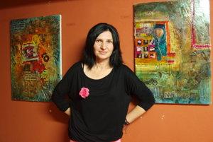 Henrieta Ďurovová na jednej zo svojich výstav.