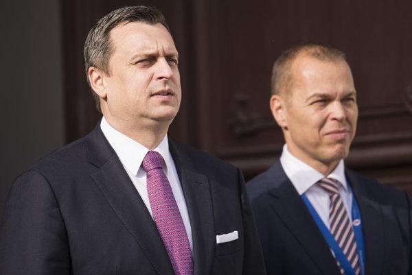 Andrej Danko (vľavo) a vedúci kancelárie NR SR Daniel Guspan.