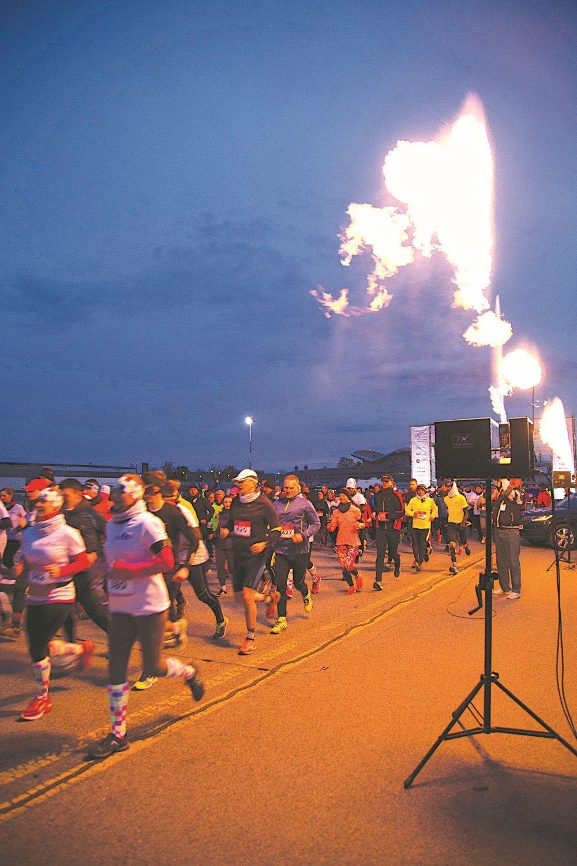 Beh po letisku. Okrem akcií osláv Dňa mesta prilákal vyše 1 500 športovcov aj atraktívny nočný Runway Run. Ten, rovnako ako VSE City Run, vyhrali tí istí bežci, Tibor Sahajda a Katarína Lamiová.