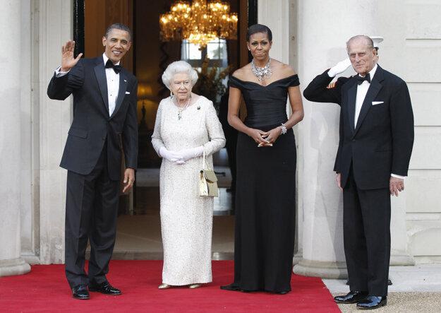 Na archívnej snímke z 25. mája 2011 spolu s vtedajším americkým prezidentom Barackom Obamom a jeho manželkou Michelle.
