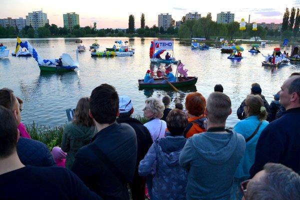 Košické Benátky. Vlastnoručne zhotovené plavidlá sa predvedú v sobotu v rekreačnej lokalite na jazere.