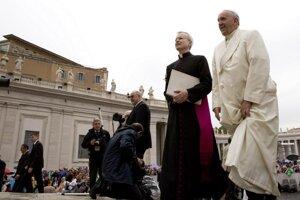 Vatikán vyšetruje viacero podozrení zo zneužívania či z jeho zakrývania.