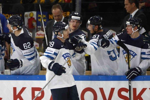 Fíni napokon svoj prvý zápas zvládli.