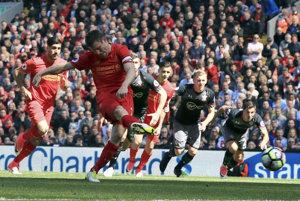 James Milner z Liverpoolu nepremieňa pokutový kop.