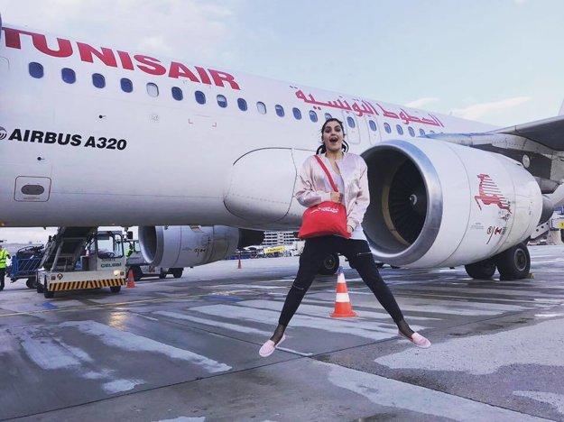 Rozhodla sa zrelaxovať. Celeste Buckingham minulý týždeň oslávila 22. narodeniny, krátko nato sa zbalila a odcestovala na dovolenku do Tunisu.