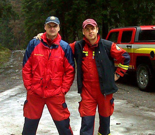 Skúsení hasiči. Budú chýbať... Pplk. Radoslav Lacko (vľavo) a npor. Peter Toďor.