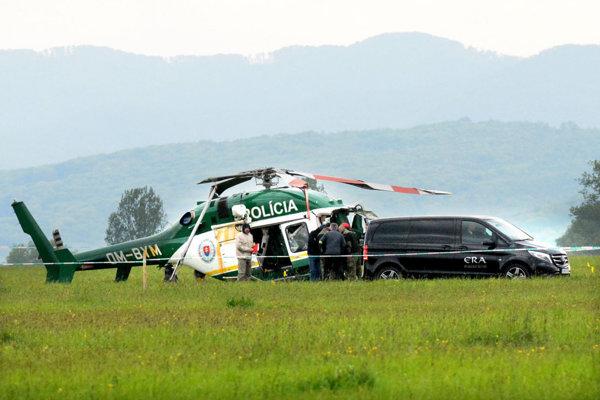 Pri páde vrtuľníka na prešovskom letisku zomreli dvaja hasiči - záchranári. Vyšetrovanie príčin nehody sa rozbieha.