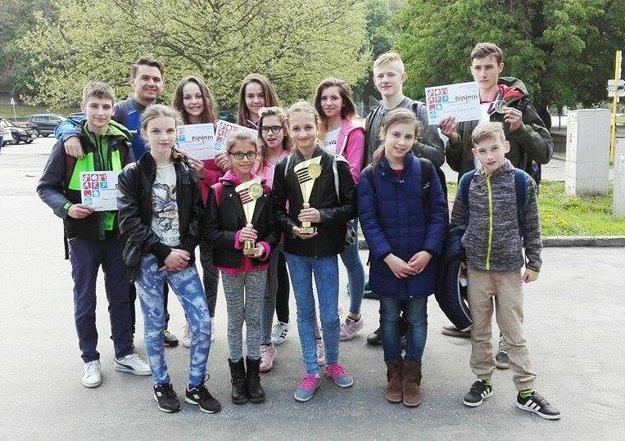 Úspešní žiaci zo ZŠ v Červenom Hrádku.