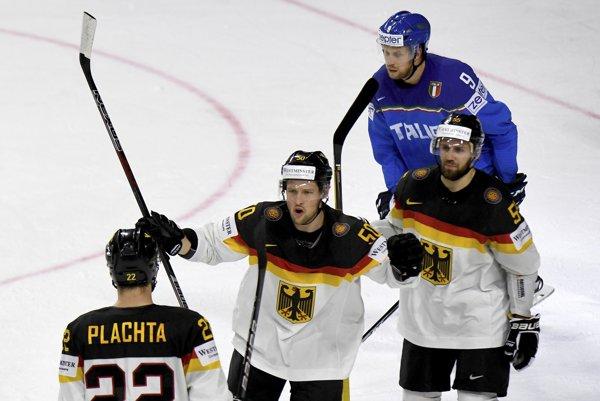 Nemeckí hokejisti zvládli dôležitý duel.