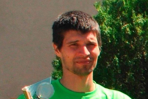 Michal Lami. Horský cyklista súťaží s bežcami.