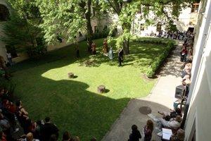 Nádvorie Márie Terézie je impozantným priestorom v centre historického mesta.