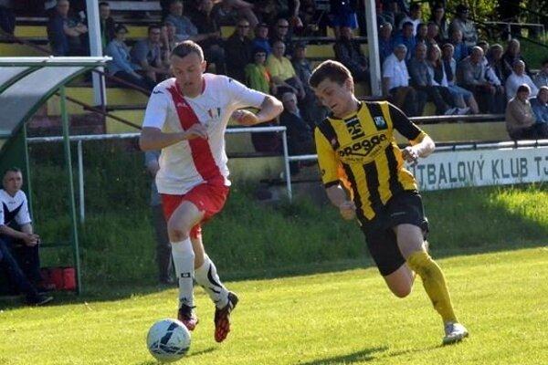 Ján Debnár (v bielom) jeden gól dal ana jeden prihral.