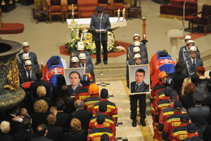 Posledná rozlúčka so zosnulými príslušníkmi Okresného riaditeľstva Hasičského a záchranného zboru (HaZZ) v Prešove, Radoslavom Lackom a Petrom Toďorom, ktorí 10. mája zahynuli pri tragickej nehode vrtuľníka, v prešovskej konkatedrály sv. Mikuláša.