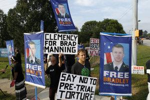 Počas väznenia Manningovej sa neustále konali demonštrácie za jeho prepustenie.