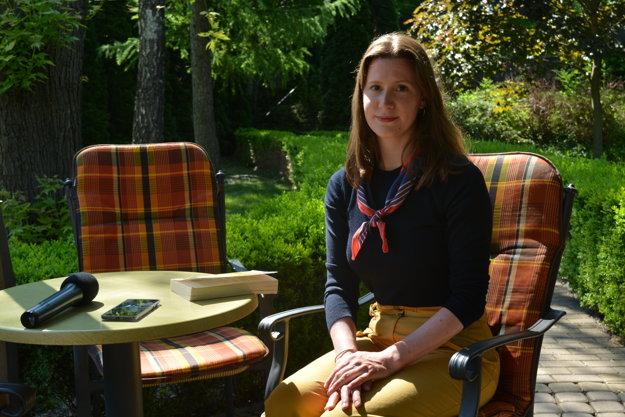 Katy MacMillan-Scott počas dnešného rozhovoru v Nových Zámkoch