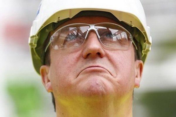 David Cameron na stavbe v Londýne. Eurokomisiu by postavil inak.