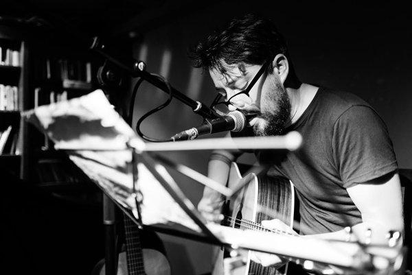 Spevák Richard Vávra z Kútov vystupuje pod prezývkou Archívny chlapec.
