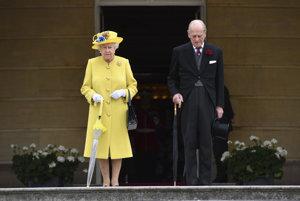 Kráľovná Alžbeta a princ Filip.