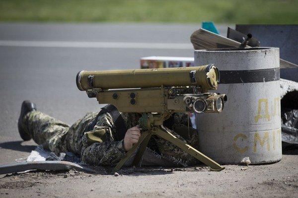 Stenou chcú zabrániť, aby sa na Ukrajinu dostávali ruské, aj protitankové zbrane.