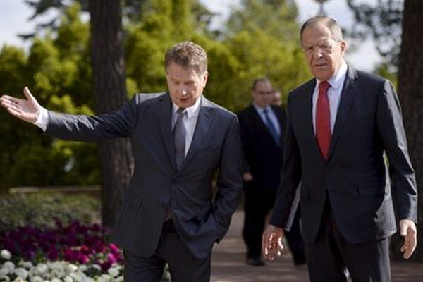 Fínsky prezident Sauli Niinisto a ruský šéf diplomacie Sergej Lavrov.
