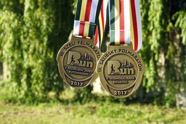 Medaily sú pripravené.