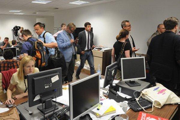 Novinári z rozličných redakcii sa postavili za týždenník Wprost.