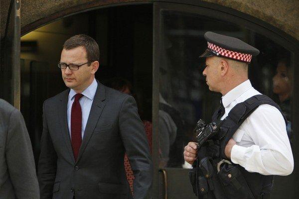 Andy Coulson môže ísť do väzenia až na dva roky.
