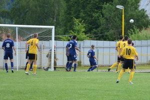 V Prakovciach videli diváci osem gólov, no všetko v podaní lídra súťaže z Popradu B.