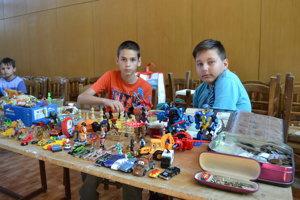 Martin Michalčák (11) a Alexander Čiževský (11). Čas na burze si krátili hraním šachu.