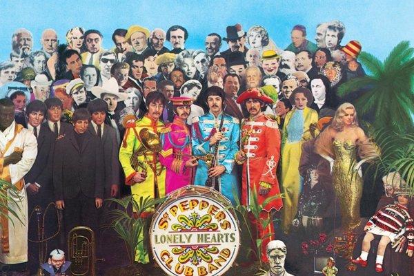 Obal albumu Sgt. Pepper´s Lonely Hearts Club Band od Beatles. Nahrávka oslavuje päťdesiat rokov od vydania.