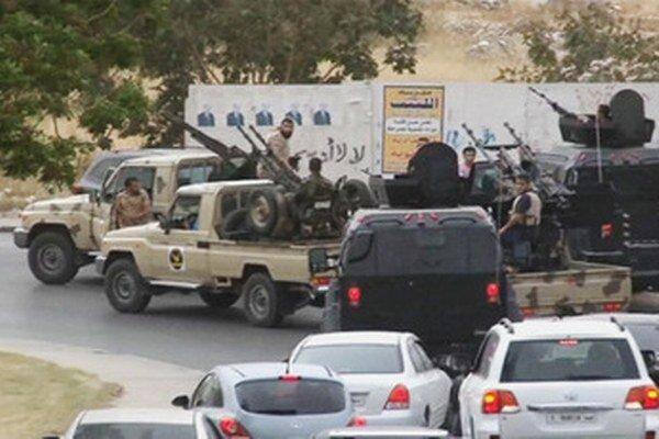 Líbyjská armáda na ceste do Tripolisu.