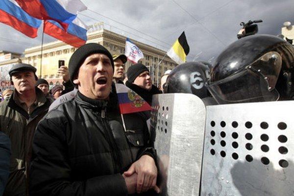 Demonštrácie sú aj v Charkove.